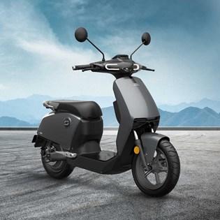 """Scooter Elétrica Modelo CU com Motor de 900W até 1200W Rodas 12"""" Cinza - Super Soco"""