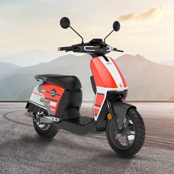 """Scooter Elétrica Modelo CUX Ducati com Motor de 1300W até 2788W Rodas 12"""" Vermelha - Super Soco"""